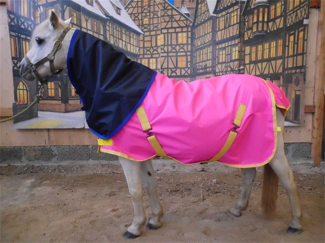 pink foal  and navy neck cover
